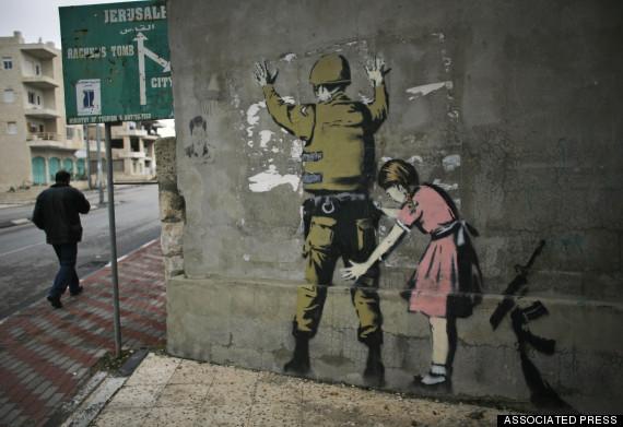 صورة للفنان بانكسي أحد أعلام عصر بعد_الحداثة على حائط بجانب البنك الغربي في مدينة بيت لحم, يسخر فيها من إدّعاءات الجيش الإسرائيلي بدفاعهم عن أنفسهم ضد الفلسطينيّين العزّل